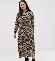 vestido largo con detalle anudado en la cintura y estampado animal de asos design curve