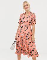 vestido midi con manga japonesa y estampado floral de uttam boutique