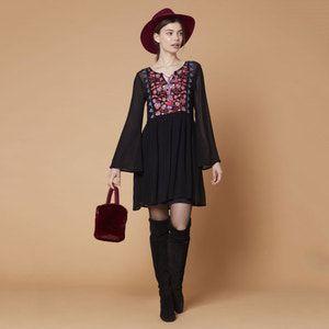 Vestido corto evasé con flores Maitrise